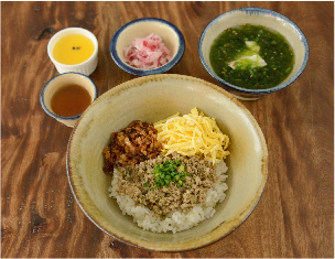 県産豚のレモングラス丼 ¥1,200